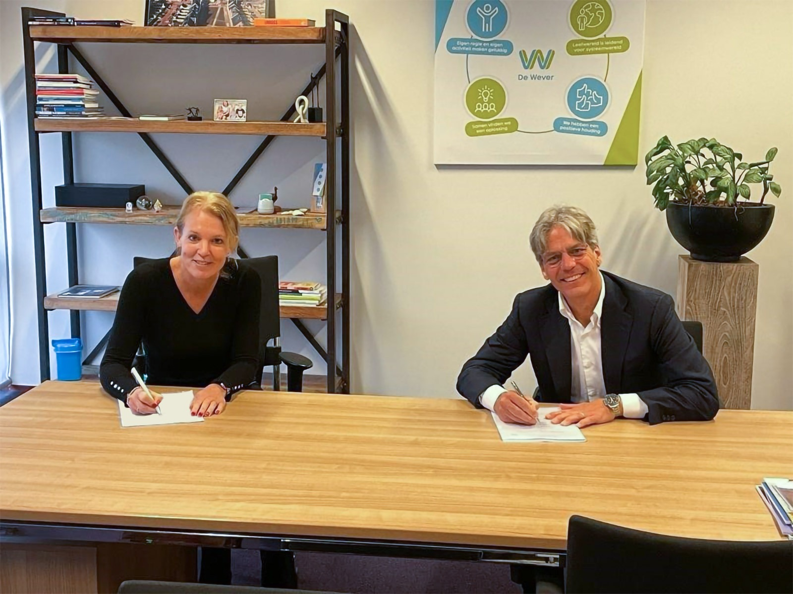 De Tussenvoorziening en RAM Infotechnology ondertekenen ICT contract